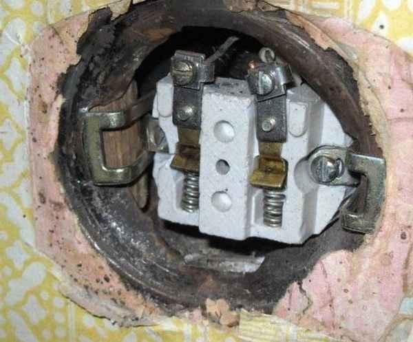 Чего нельзя делать при ремонте розеток
