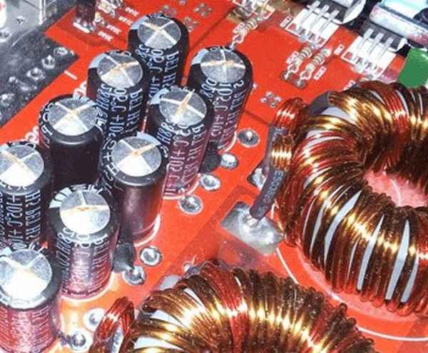 Где применяются электролитические конденсаторы?