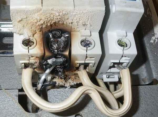 Повышают ли электрики по ночам напряжение?