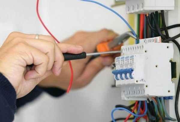 Как сделать электропроводку и не остаться без дома