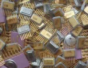Зачем скупают конденсаторы и резисторы советских времён, что в них можно такого найти