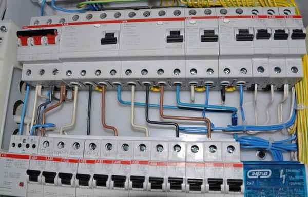 Сколько автоматических выключателей нужно ставить в электрощиток