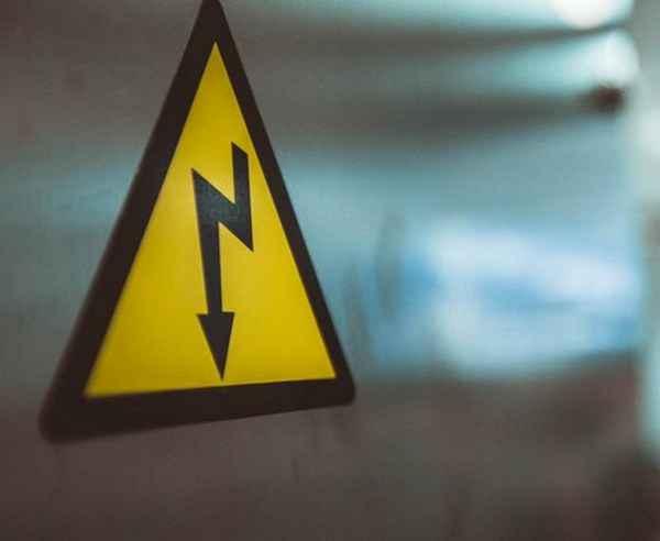 Чем переменный ток отличается от постоянного тока