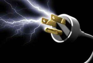 Первая помощь при ударе электрическим током - что делать?